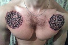 славянские тату на груди