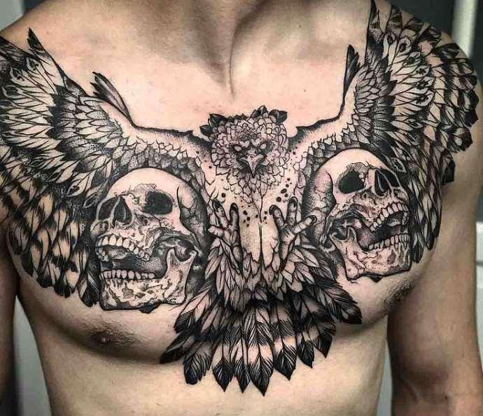 татуировка совы на груди