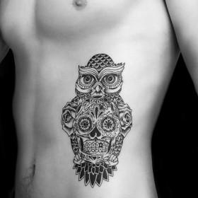 татуировка совы на теле