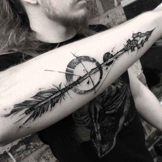 Татуировка стрелы у мужчин